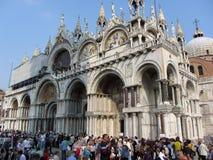 St. de Kathedraal en de Toeristen van het teken Royalty-vrije Stock Afbeelding