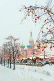 St de Kathedraal van het Basilicum - een oriëntatiepunt van Moskou, op Rood Vierkant wordt gevestigd dat royalty-vrije stock foto