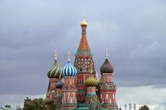 St de Kathedraal van het basilicum op Rood Vierkant in Moskou Royalty-vrije Stock Afbeeldingen