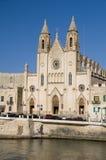 St. de la orilla del mar de Malta de la iglesia juliano fotografía de archivo