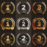 1st, 2de, 3de plaatsembleem ` s met laurels en linten vector illustratie