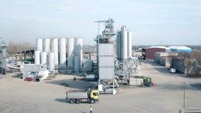 ST DE RUSIA PETERBURG- 29 DE MARZO: Mosca aérea sobre fábrica de productos químicos de la industria almacen de metraje de vídeo