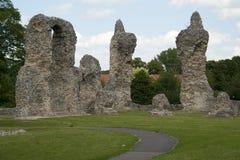 St. Edmunds - ruinas del entierro del jardín de la abadía Imagen de archivo libre de regalías