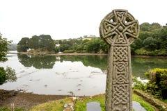 St enkel in Roseland-Kerk die aan het estuarium kijken Stock Foto's