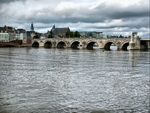 st för bromaastricht nederländsk servaasbrug Royaltyfri Bild