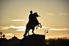 st för domkyrkacupolaisaac petersburg russia s saint Monument till Peter storen Royaltyfria Foton