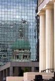 st för domstolsbyggnadlouis reflexion Arkivfoton