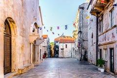 St fläcks fyrkant i den Korcula staden, Kroatien fotografering för bildbyråer