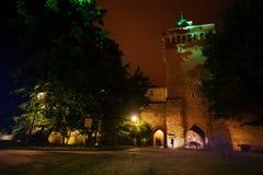 St Florian ulicy bramy przy nocą w Krakow Fotografia Stock