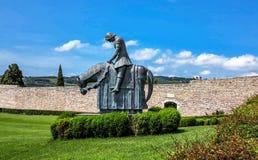 St Francesco Knight som kallas Pellegrinoen di Stega (vallfärda av fred), i Assisi, Italien arkivfoto