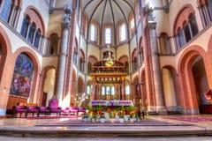 St Francis do interior da igreja de Assisi, Viena, Áustria imagem de stock royalty free