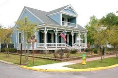 ST FRANCISVILLE,路易斯安那,美国- 2009年:典型的镇窗框的一个房子 免版税库存图片