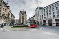 St Gallen, SG/Svizzera - 8 aprile 2019: i giri storici del treno di Appenzeller lo Spisertor a St Gallen del centro sugli IST fotografia stock