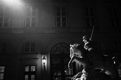 St George combattant avec la statue de dragon Images stock