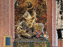 St George e a escultura do dragão em Storkyrkan de Éstocolmo Fotografia de Stock Royalty Free