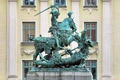 St George et la sculpture en dragon dans la vieille ville de Stockholm, Suède Image libre de droits