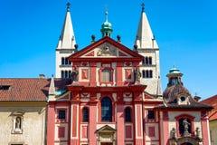 St George et x27 ; basilique de s et x28 ; Svateho Jiri& x29 de Bazilika ; PRAGUE, PRÉPOSÉ DU SERVICE TCHÈQUE Photographie stock libre de droits