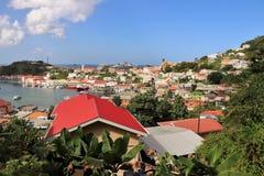 St George Grenada - 12/15/17: Sceniska havsikter av shoppar längs kusten i Stet George, huvudstaden av Grenada Arkivbilder