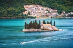 St. George Island in der Kotor-Bucht Stockbild