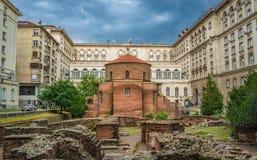 St George Rotunda Church Among The Ruïnes van de Oude Stad van Serdika, Sofia, Bulgarije stock fotografie