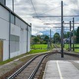 ST GEORGEN, AUSTRIA SEPTENTRIONAL /AUSTRIA - 18 DE SEPTIEMBRE: Línea ferroviaria imagen de archivo libre de regalías