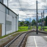 St GEORGEN, AUSTRIA SETTENTRIONALE /AUSTRIA - 18 SETTEMBRE: Linea ferroviaria immagine stock libera da diritti