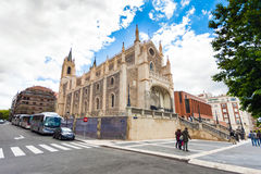 St Geromimo Koninklijke kerk op een de lentedag, Madrid Stock Foto