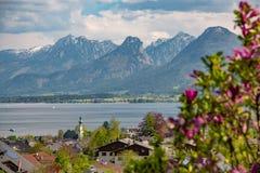 St Gilgen上午Wolfgangsee在春天,奥地利 库存图片