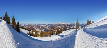 St Gilgen Autriche de station de sports d'hiver de montagnes Photos stock