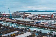 St Helier haven en Elizabeth Castle, Jersey, Kanaaleilanden, het Verenigd Koninkrijk, Europa royalty-vrije stock foto