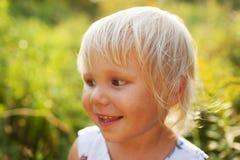 Söt härlig blond liten flicka Arkivfoton