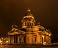 ST Isaac Cathedral στην Πετρούπολη φωτογραφία νύχτας γραμμών χρωμάτων Στοκ φωτογραφία με δικαίωμα ελεύθερης χρήσης