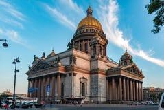 St Isaac Cathedral, città di St Petersburg, Russia Vista di estate fotografia stock