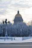 St Isaac Cathedral i vinter Royaltyfri Bild