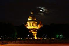 St Isaac Kathedraal bij nacht Royalty-vrije Stock Foto