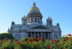 St. Isaac S Cathedral On A Background Of Red Roses On The Square Royalty Free Stock Image
