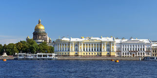St. Isaac's Cathedral and the Senate and Synod building, St. Petersburg Stock Images