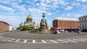 St Isaac ` s Kathedraal en Nicholas I monument, Heilige Petersburg, Rusland royalty-vrije stock fotografie