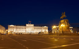 St Isaac vierkant met het monument aan Nicolas eerste en het Mariinsky-Paleis bij nacht, Royalty-vrije Stock Afbeelding
