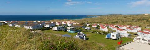St Ives Bay Cornwall avec les caravanes statiques et camping dans la vue panoramique d'été image stock