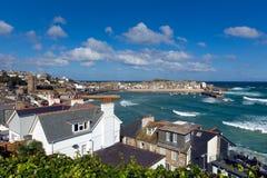 St Ives Cornwall England med hamnen, fartyg och blå himmel Royaltyfri Fotografi