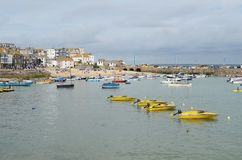 St. Ives Hafen in Cornwall Stockbilder