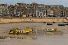 St Ives Harbor Beach, Cornwall, het Verenigd Koninkrijk royalty-vrije stock fotografie