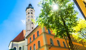 St Jakob Parish Church i staden av Dachau bredvid Munich - G royaltyfria foton