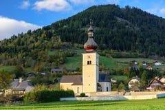 St John Church dans le village alpin Obermillstatt l'autriche Photo libre de droits