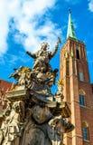 St John de la columna de Nepomuk en la iglesia cruzada santa - Wroclaw, Polonia Fotografía de archivo libre de regalías