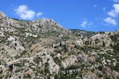 St John gammal fästning upptill av berget Kotor Arkivbild