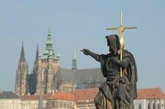 St. John het Doopsgezinde Standbeeld Praag royalty-vrije stock afbeeldingen