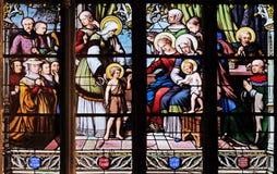 St John le baptiste présenté par sa mère, St Elizabeth, Jésus infantile et la parenté sainte photos libres de droits