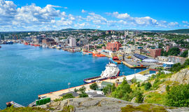 St John & x27; s-hamn i Newfoundland Kanada Panoramautsikt varm sommardag i Augusti Royaltyfri Foto